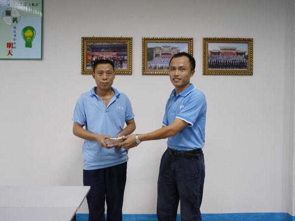 卡酷尚集团在总部为困难员工郑建文组织了隆重的爱心捐款仪式