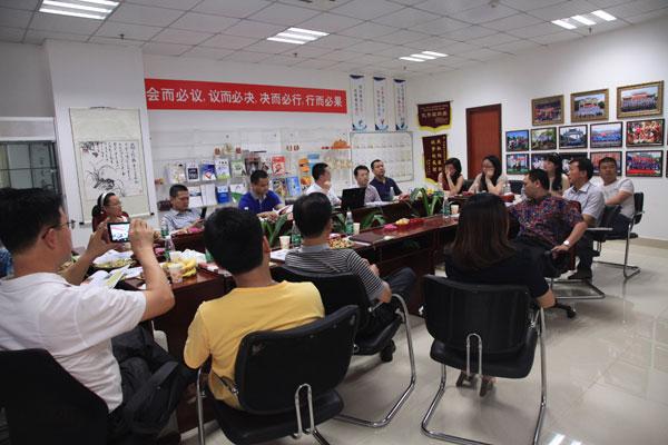 卡酷尚创始人郭晓林先生就读的美国赫斯莱茵大学中国区MBA项目班同学莅临卡酷尚参观指导工作