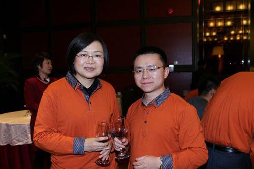 卡酷尚创始人郭晓林先生与马宏局长合影