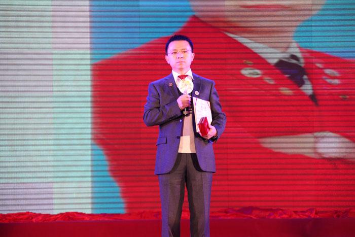 卡酷尚嘉创始人郭晓林荣获清华博商同学会最高荣誉奖(博商勋章)