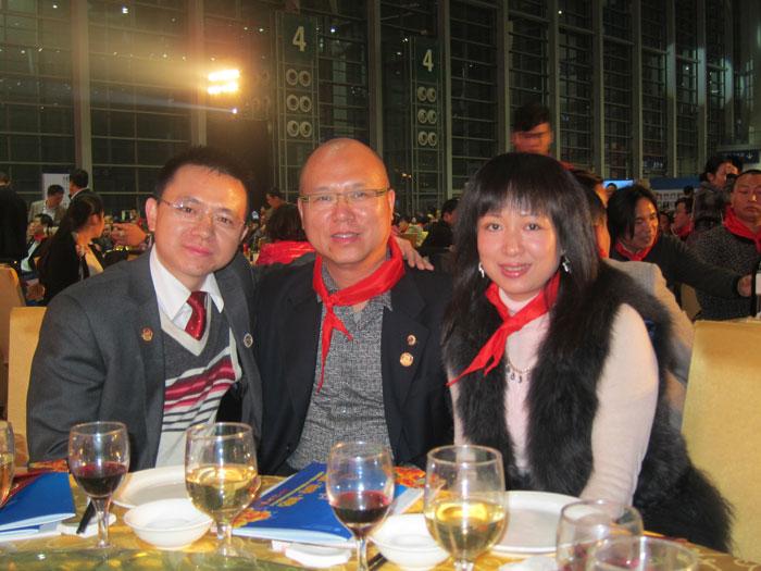 卡酷尚嘉创始人郭晓林与著名词作家苏拉老师(右)合影