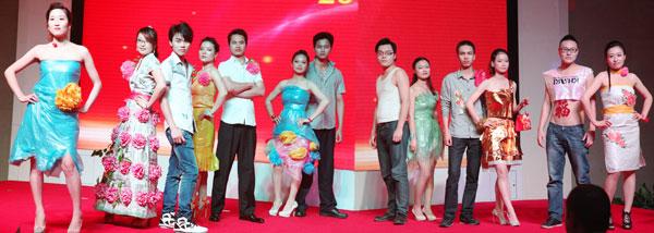 中山市华志模具精密设备有限公司选送的节目:环保时装秀