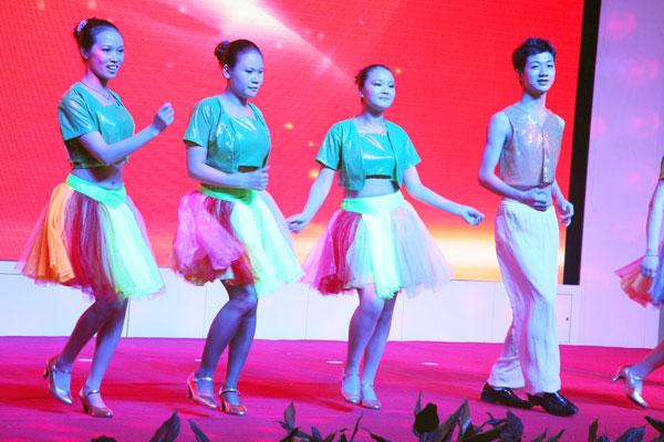 深圳市华益盛模具有限公司选送的现代舞