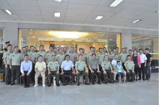 卡酷尚创始人郭晓林先生参与60万奖484个战士,两千公里送浓情活动合影