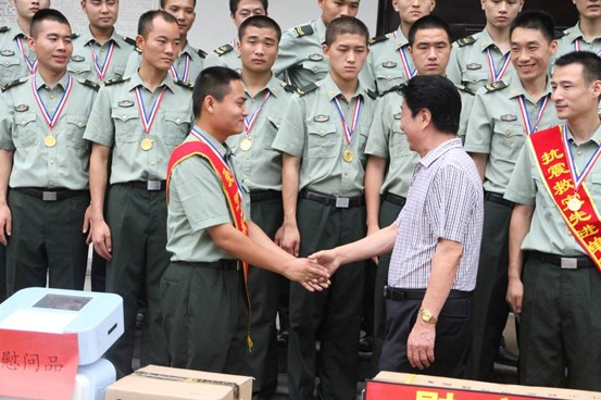 深圳清华博商会企业家代表赴成都慰问抗震救灾部队和武警