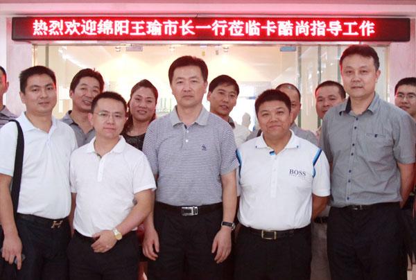 卡酷尚创始人郭先生陪同王市长一行参观办公室