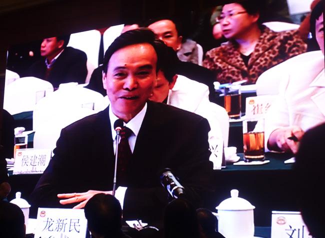 全国政协常委、文史和学习委员会副主任龙新民讲话