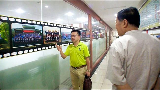 卡酷尚郭晓林先生为访问团介绍卡酷尚的发展壮大过程