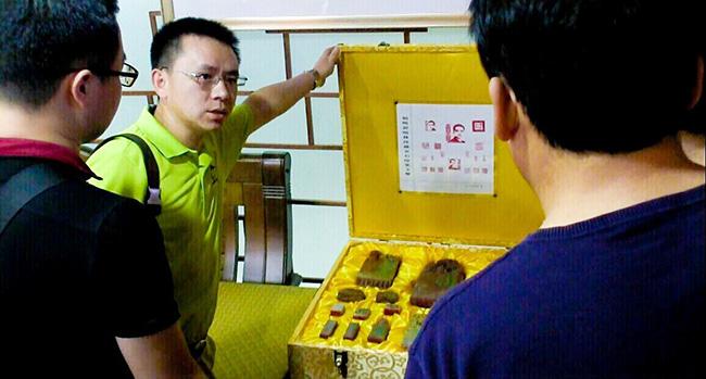 卡酷尚郭晓林先生展示个人的收藏品
