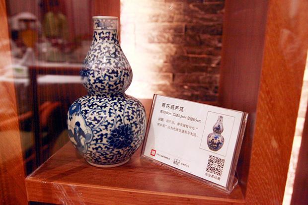 '珍稀奇'收藏品之一(青花葫芦瓶)