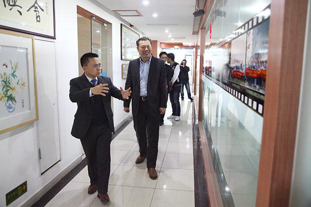 热烈欢迎中共深圳市宝安区委委员、常委郑新强莅临参观卡酷尚