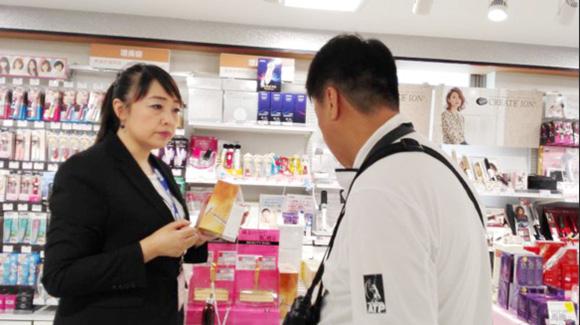 日本消费者正在咨询卡酷尚24K黄金美容棒