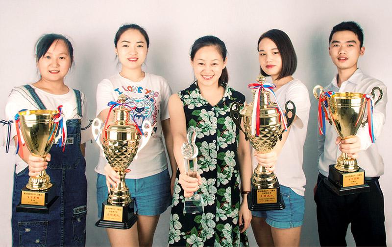 代表卡酷尚集团的销售团队获得了包括破蛋奖、百万英雄奖、王牌战队奖等五项大奖。