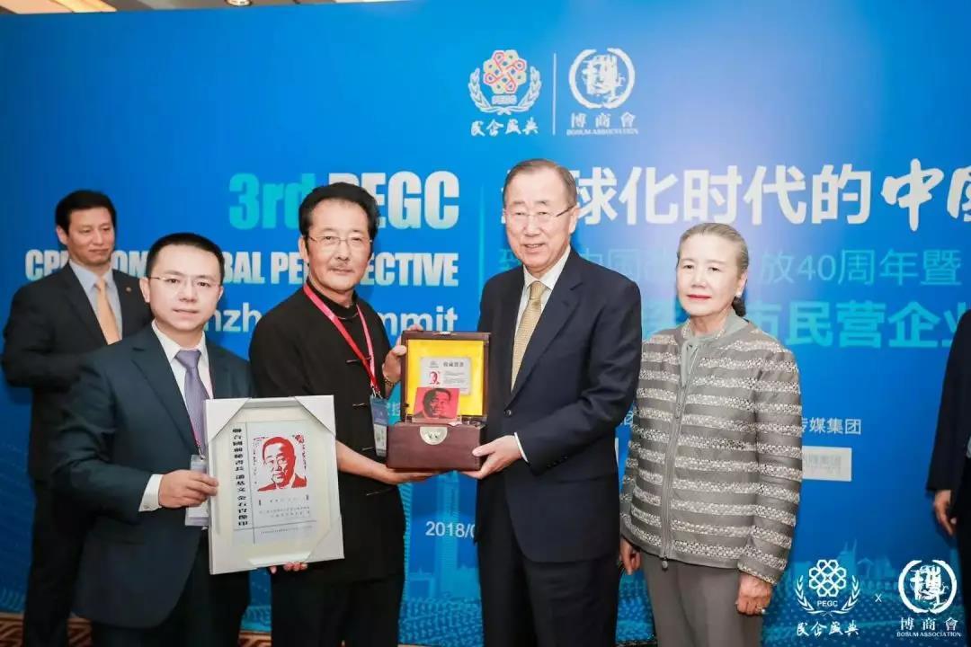 卡酷尚董事长郭晓林赠送联合国原秘书长潘基文金石肖像印
