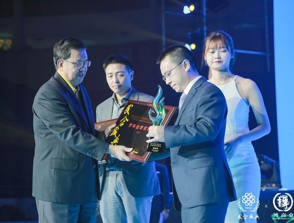 【南方都市报】卡酷尚郭晓林荣获第三届民企盛典青年企业家领袖荣誉称号
