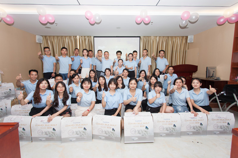 2018年度迎中秋贺国庆暨年中卡酷尚集团员工生日会
