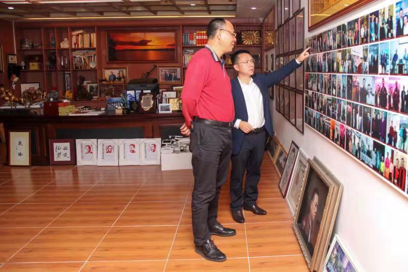 热烈欢迎四川省政府驻广州办事处王强副主任一行莅临卡酷尚视察工作