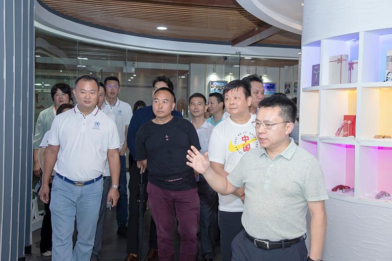 热烈欢迎博商汇龙岗(坪山)分中心20多位企业家莅临卡酷尚参观交流
