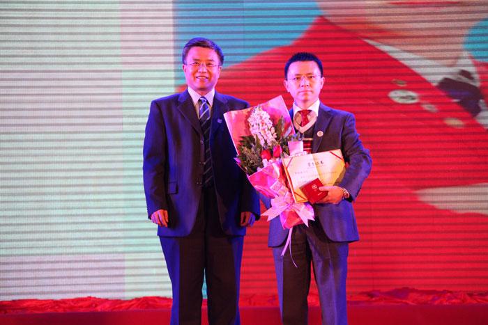 郭晓林先生荣获清华博商同学会最高荣誉奖(博商勋章)