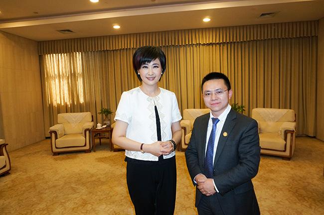 郭晓林与著名主持人吴小莉合影